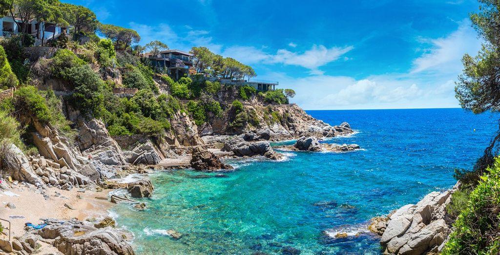 La Costa Brava, con le sue meravigliose scogliere, vi attende