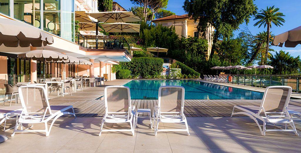 Hotel esclusivo di categoria 4 stelle con piscina riscaldata all'aperto e vista sul Mar Mediterraneo