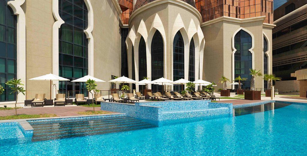 o rilassatevi a bordo della splendida piscina