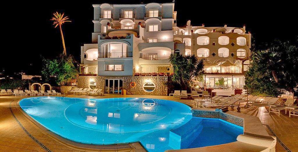 Affascinante hotel 4 stelle in Italia con piscina esterna riscaldata e zona relax.