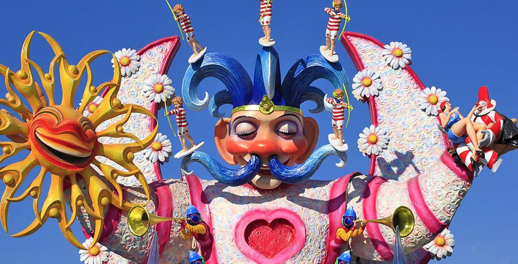 Scegliete un soggiorno a Viareggio, tra vivace Carnevale...