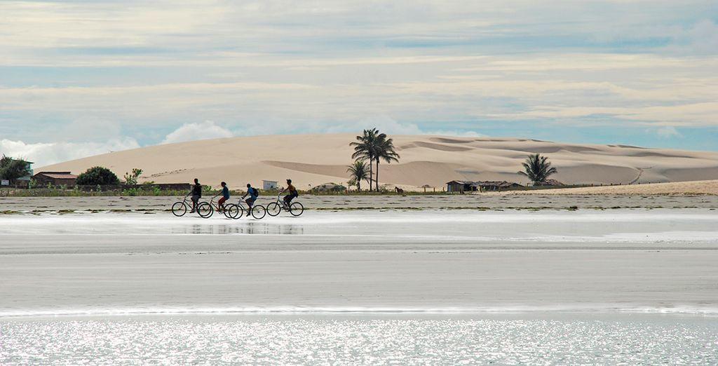 Localizzata in un vero e proprio Parco Nazionale, tra enormi dune di sabbia, laghi di acqua cristallina e suggesti paesaggi naturali