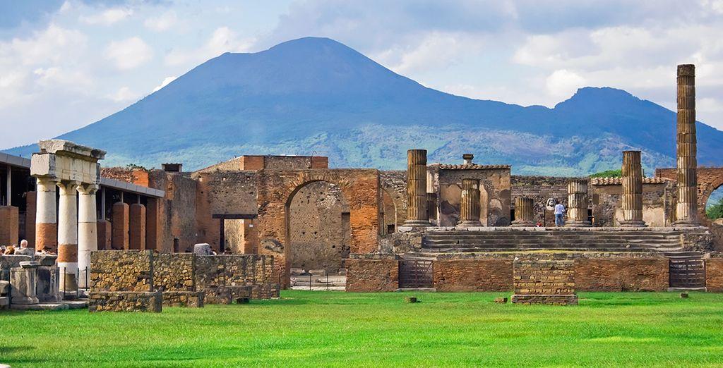 Huur een auto en ontdek de omgeving, zoals Pompeii