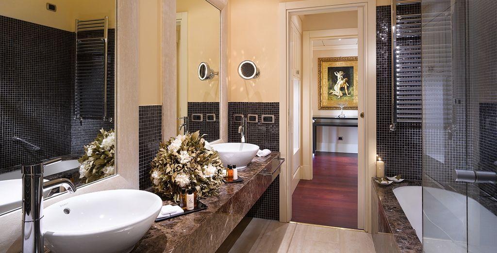Voorzien van een luxueuze badkamer