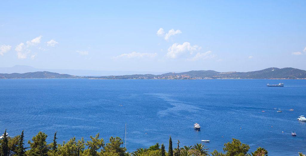 Met een prachtig uitzicht over de tuinen en het strand