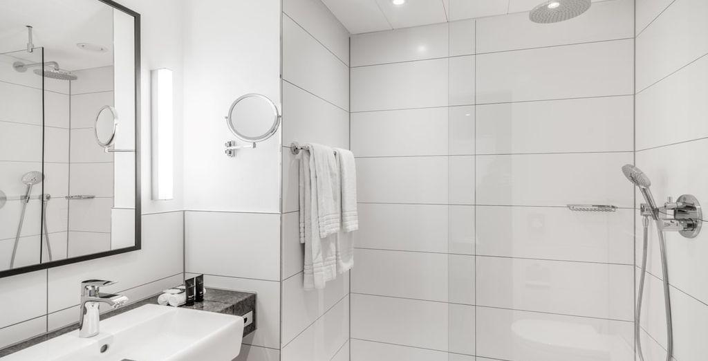 De badkamers zijn van alle moderne faciliteiten voorzien