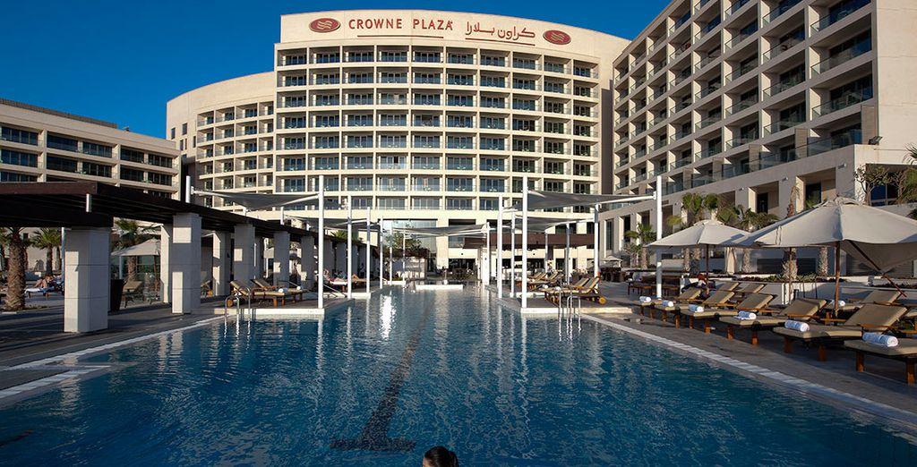 4 * Crowne Plaza hotel