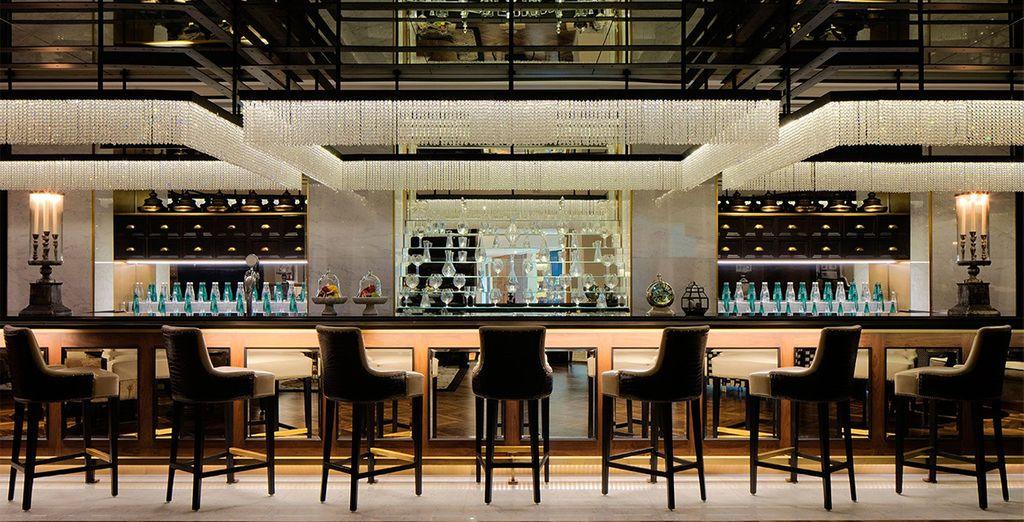 Eindig uw dag met een cocktail in een van de stijlvolle bars