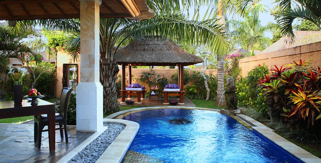 Heerlijk genieten aan de rand van uw privézwembad...