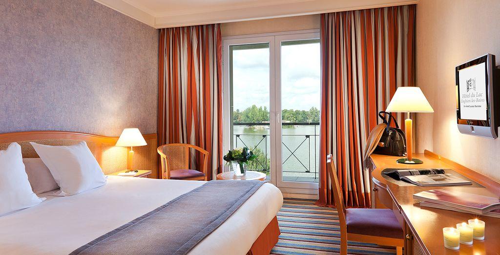 Of laat u charmeren door het prachtige panorama vanaf uw Superior Kamer met uitzicht op het meer