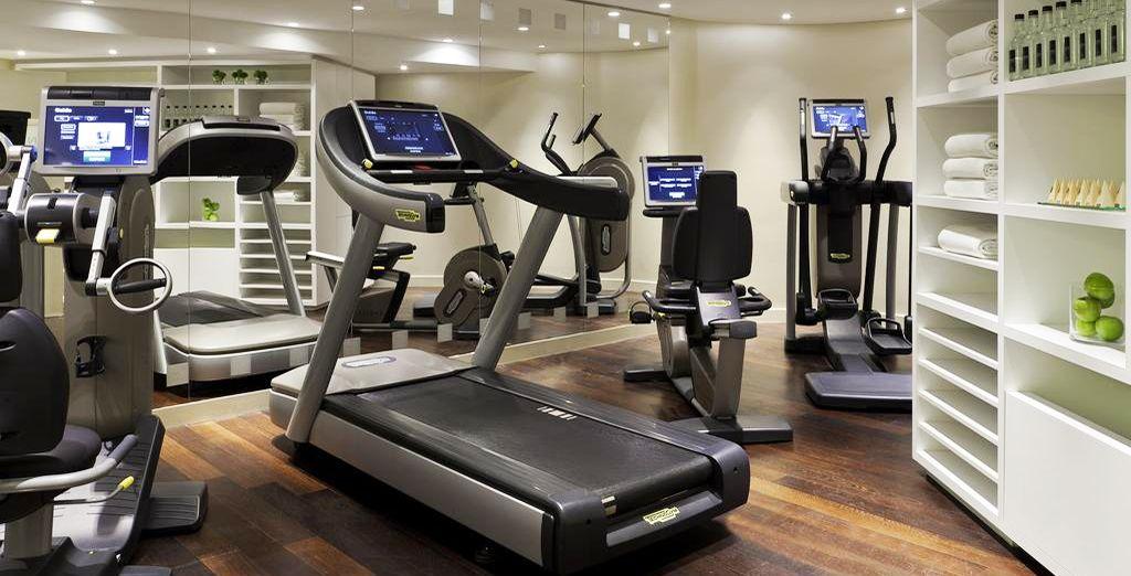 In de hoogtechnologische fitnessruimte werkt u aan uw conditie