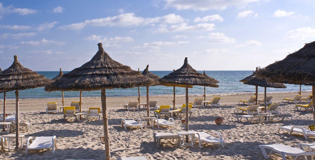 Of geniet van de zon op het strand