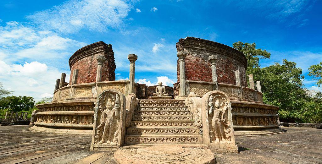 In Polonnaruwa bezoekt u de ruïnes