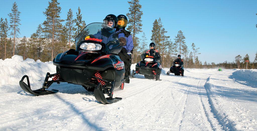 Kies uit een scala aan optionele excursies, zoals een rit op sneeuwscooters