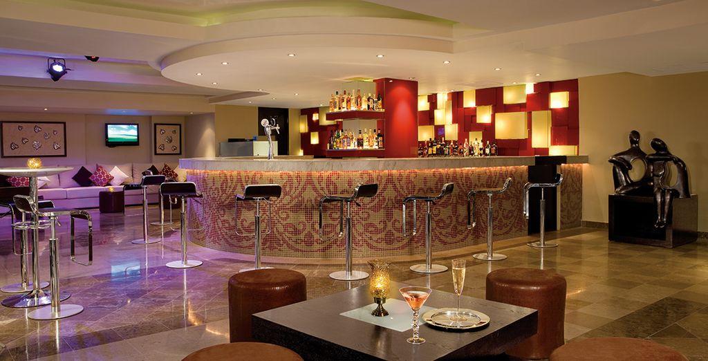 Sluit de avond af met een drankje in de elegante bar