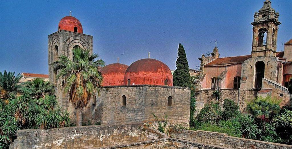 Bewonder het uitzicht op de rode koepels van de San Giovanni degli Eremiti