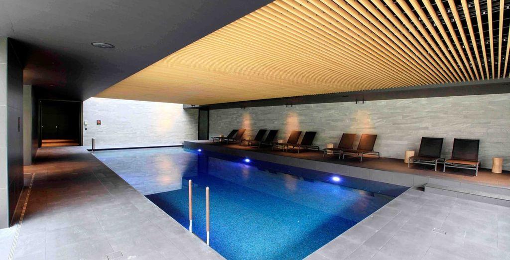 Als hotelgast maakt u gratis gebruik van het binnenzwembad