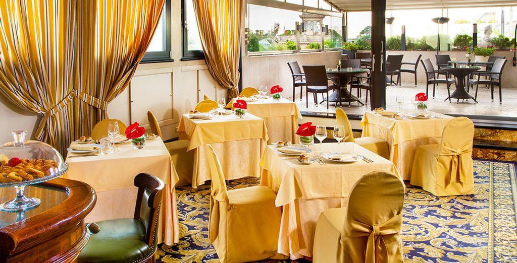 Neem plaats in het gezellige restaurant