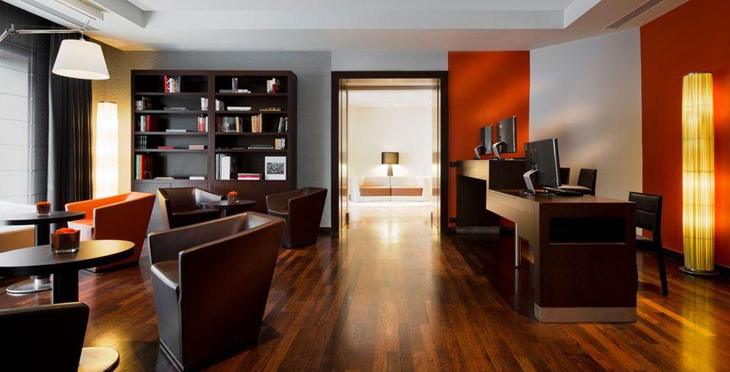 You'll be staying in a modern hotel - Pullman Paris La Défense 4* Paris