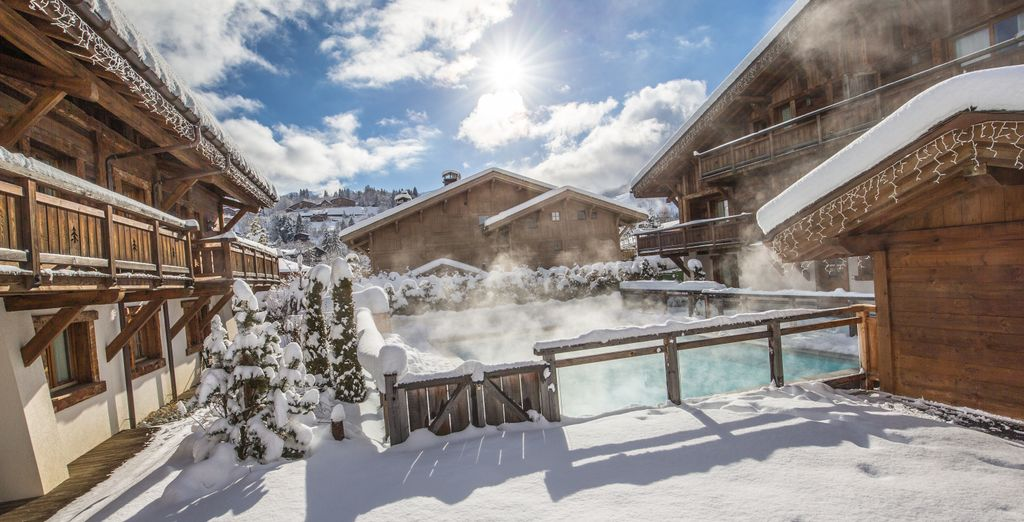 With 5 chalets situated around an outdoor pool