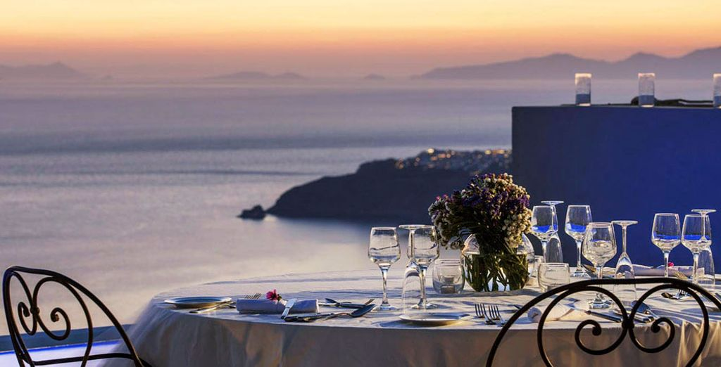 End the day with a sumptuous meal at the hotel's restaurant and savour the refreshing Mediterranean flavours.