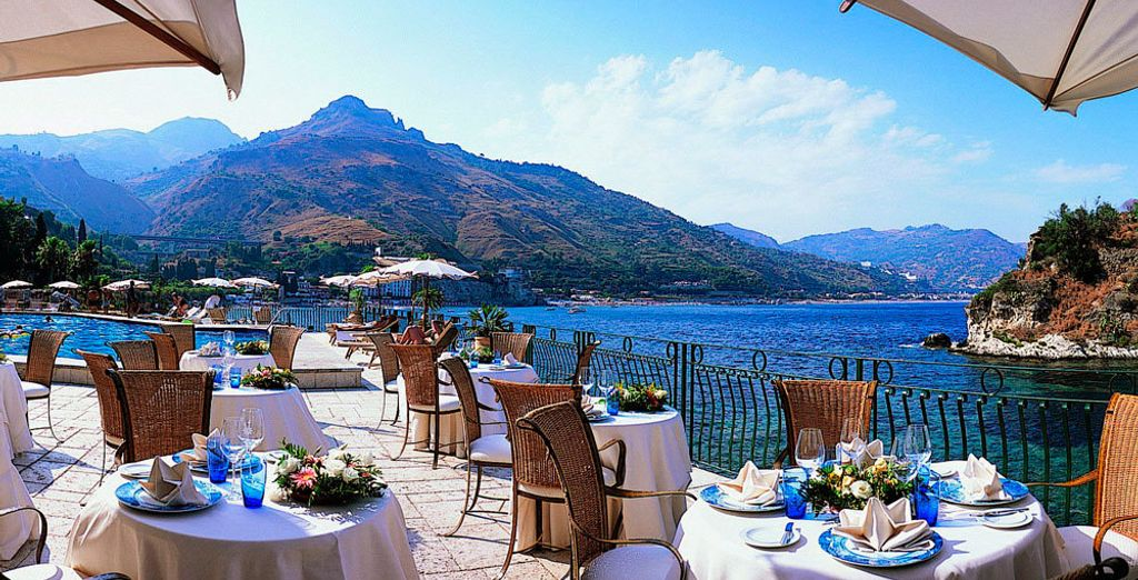 Treat yourself to a meal with the Mediterranean as a backdrop!