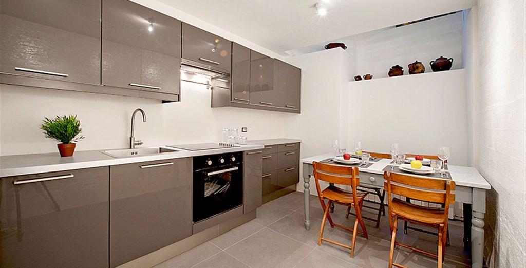 Apartment 4: Sparkling modern kitchen