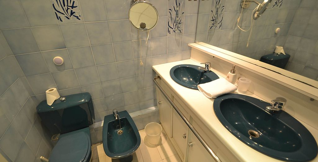 With 2 modern bathrooms