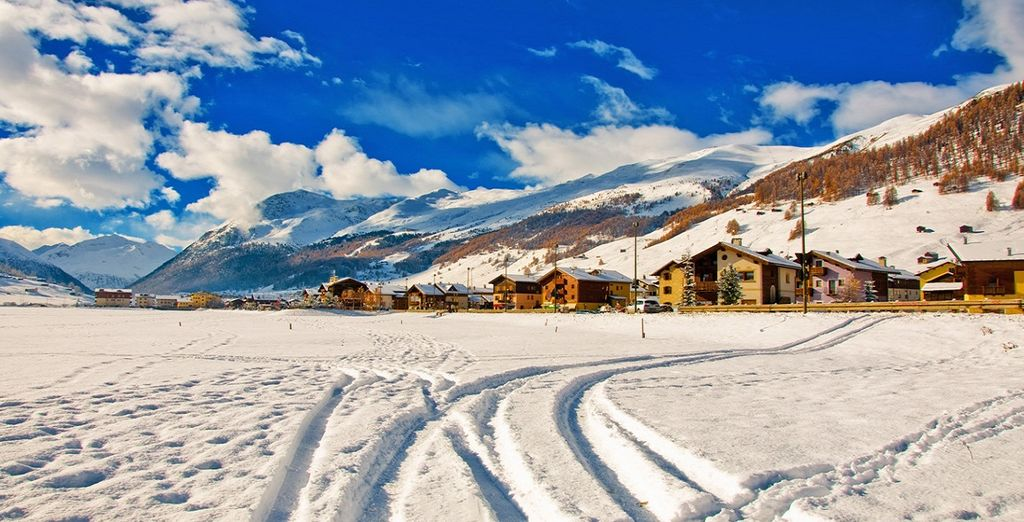 You're surrounded by more than 120 km of pistes, for ski enthusiasts