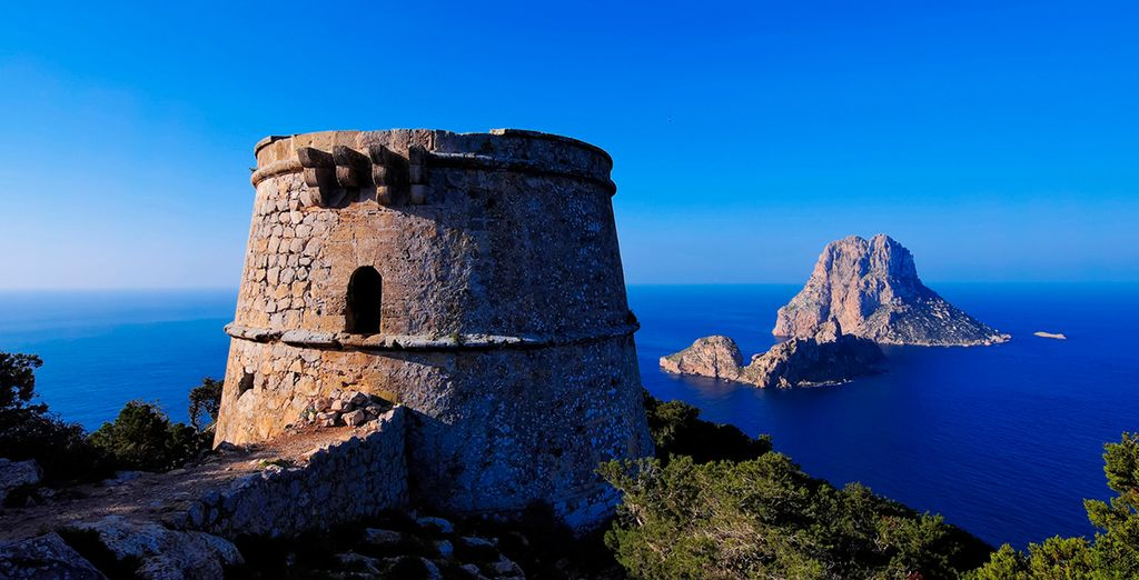 Explore the Torre des Savinar in Ibiza