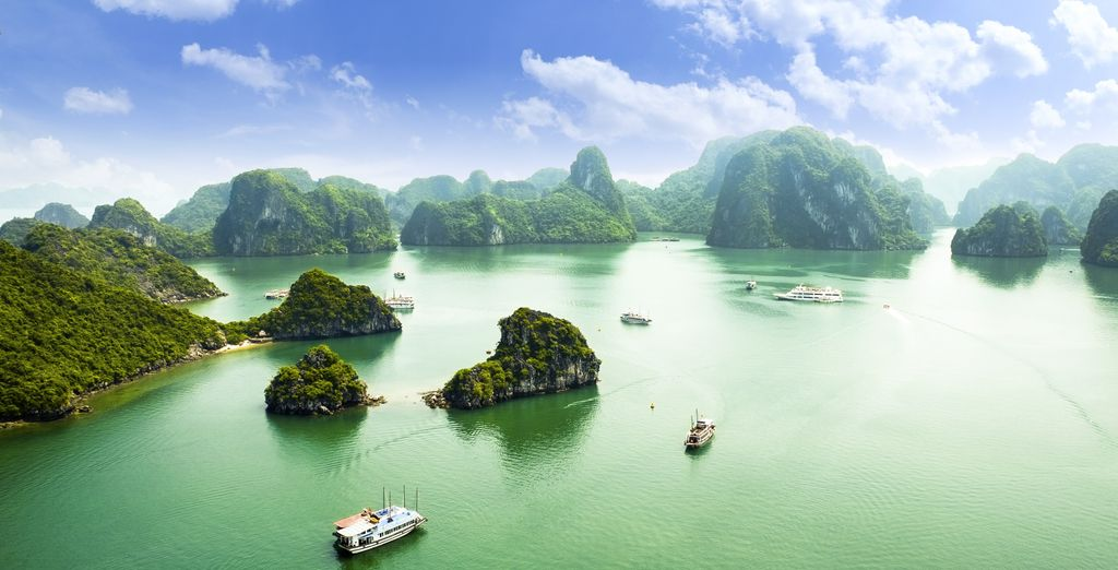 luxury holidays to vietnam : Halong Bay