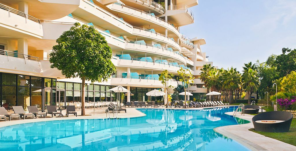 Take a dip in the sparkling outdoor pool - Senator Banus Spa Hotel 5* Estepona
