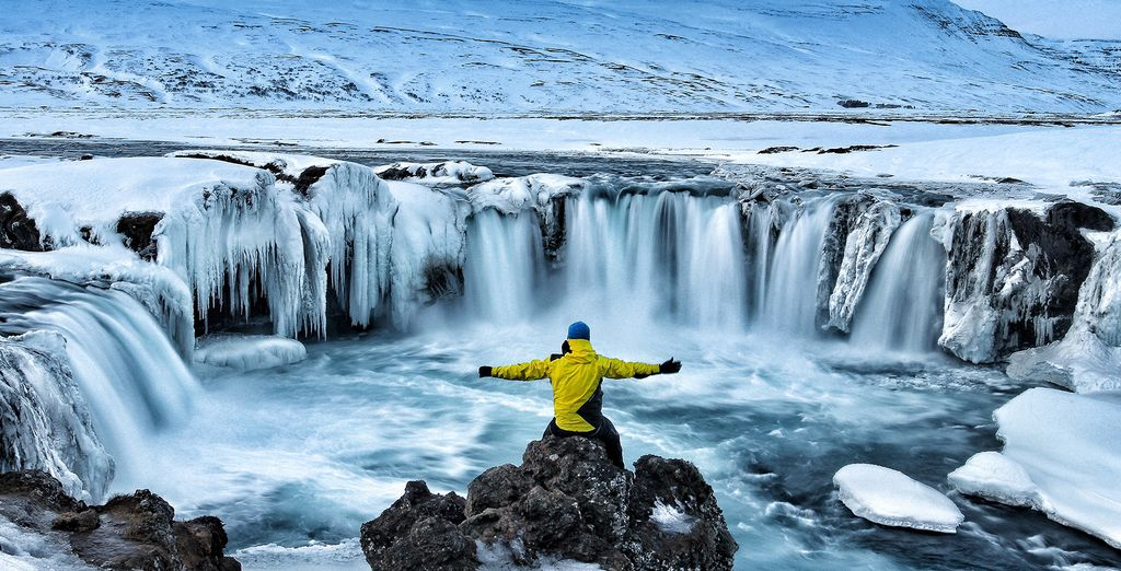 Discover beautiful natural wonders of Iceland with our last minute deals