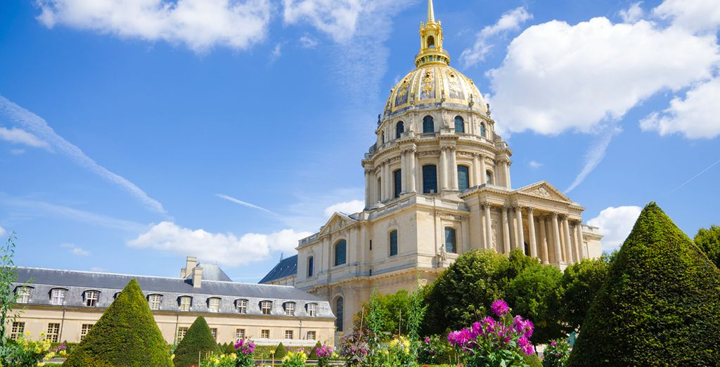 ...And the beautiful garden's of Les Invalides, all within walking distance!