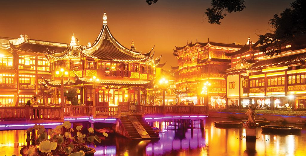Stroll through the beautiful Yu Gardens and Old Town, Shanghai