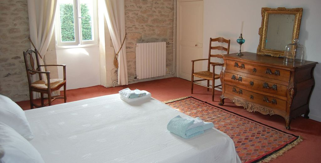 And another bedroom with single bed