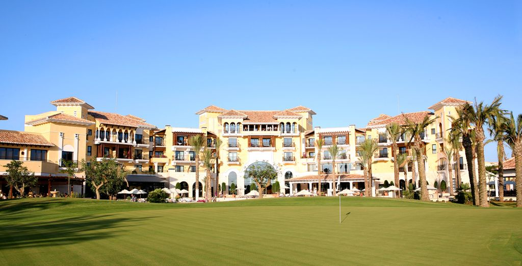 A fantastic property with expansive grounds for golf enthusiasts
