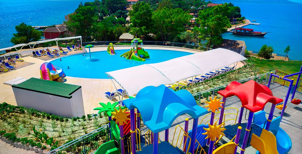 While the children head to the on site Aquapark or kids club!