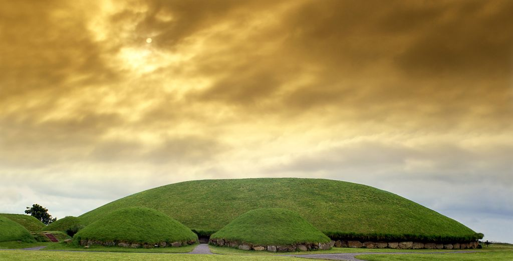 Cross the Boyne Valley with its impressive megalithic tombs, older than the pyramids of Egypt