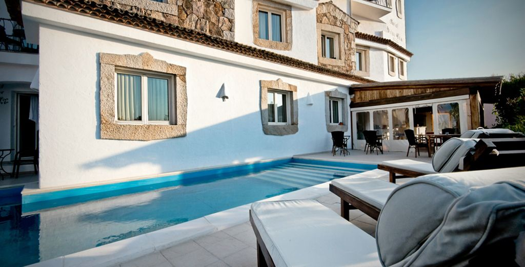 Cool off in the pool or bathe on a sunlounger