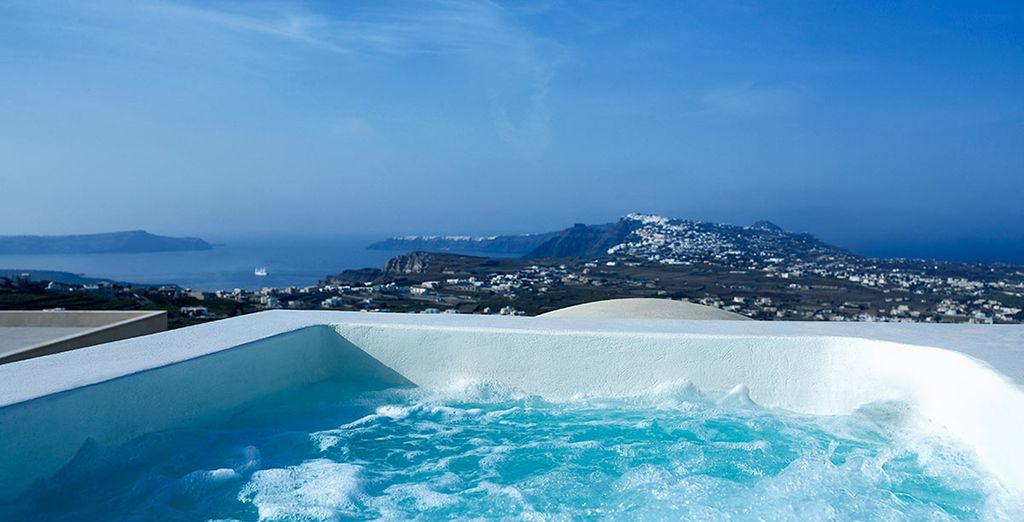 Choose to stay in a private Jacuzzi with the most impressive views
