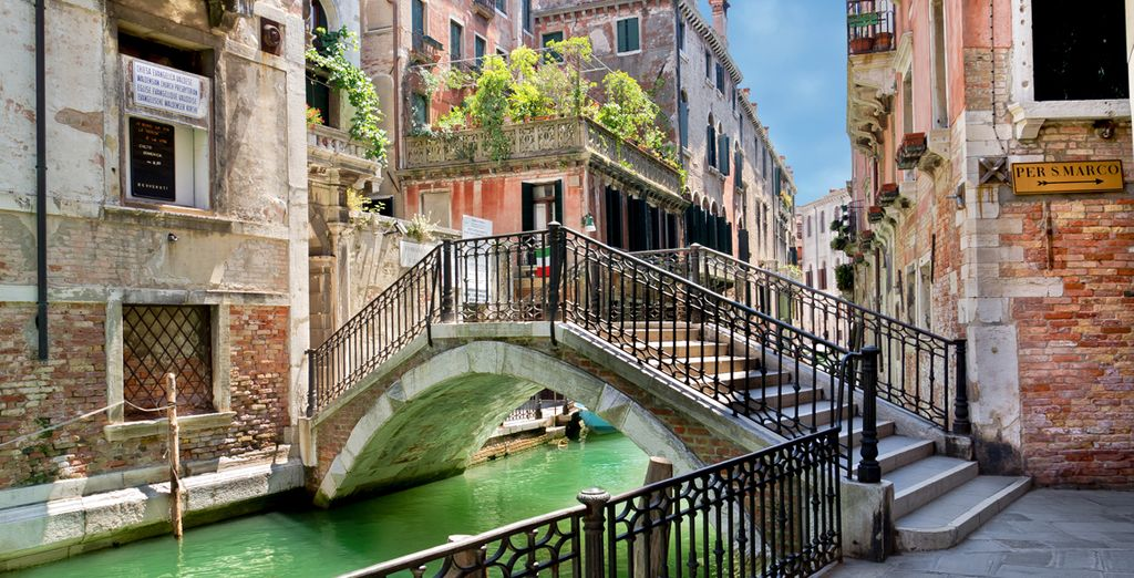 Discover the charming canals of Venice