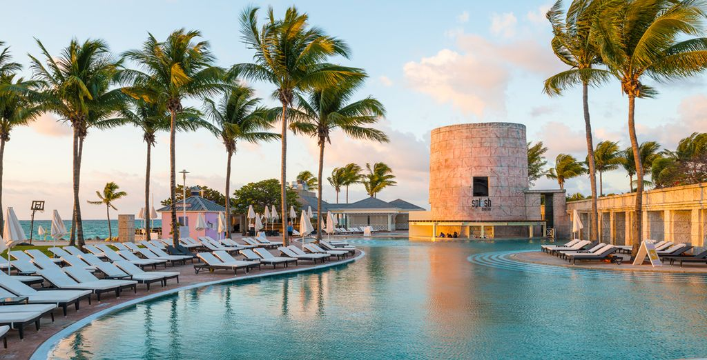 Discover a tropical paradise at the Memories Grand Bahama