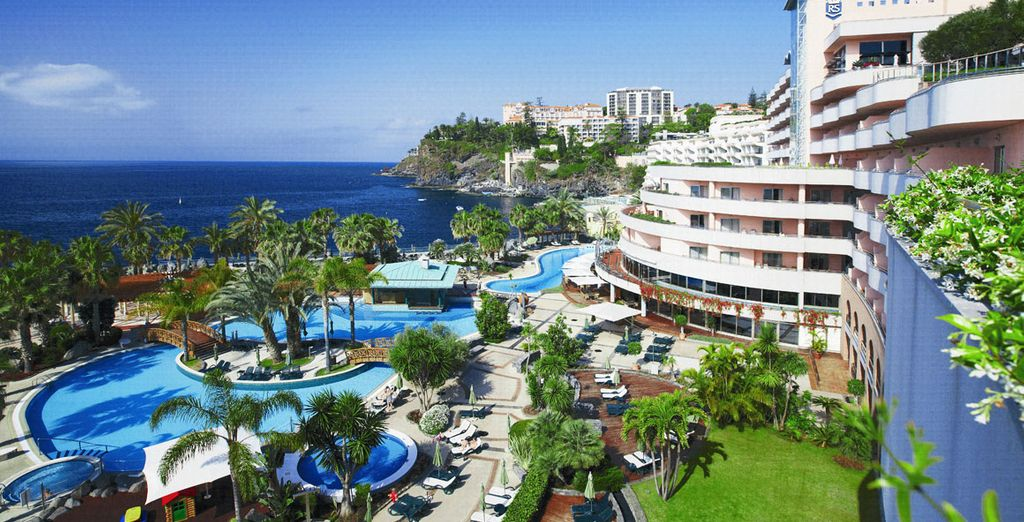 Perched right on the edge of the Atlantic Ocean - Royal Savoy Madeira 5* Funchal