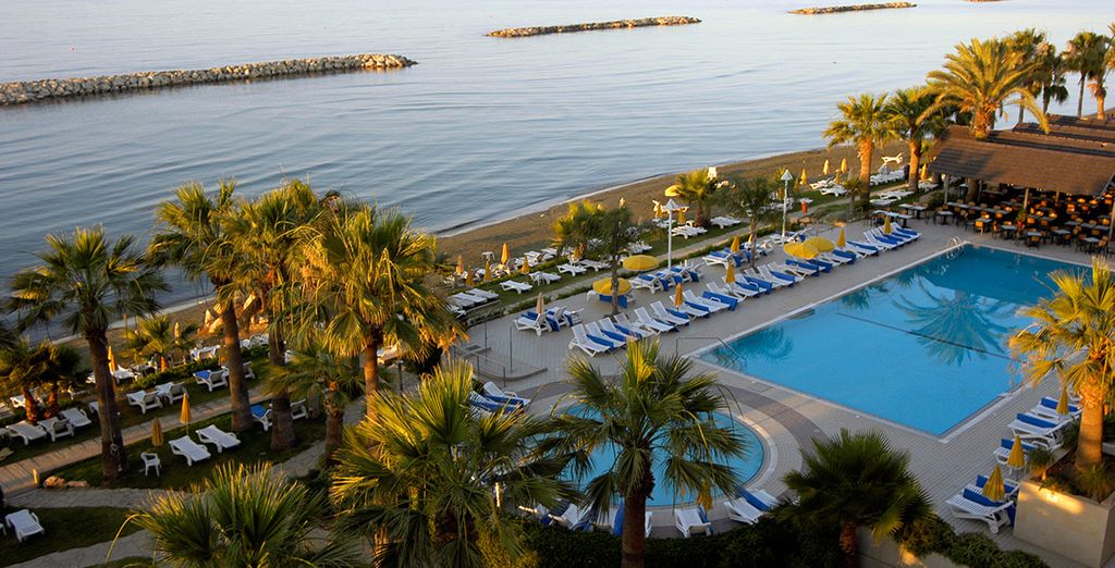 Jet away to the Cypriot sun and enjoy amazing sea views - Palm Beach Hotel and Bungalows 4* Larnaca