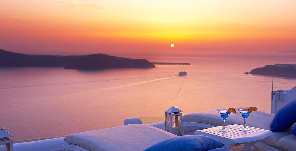 Begin and end your day with these amazing views... - Iliovasilema Suites 4* Imerovigli