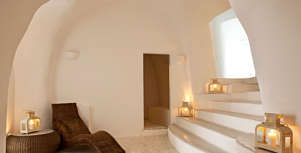 Decorated in typical Cycladic style...