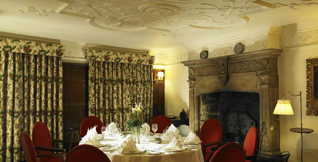 Dine in the 17th century hall