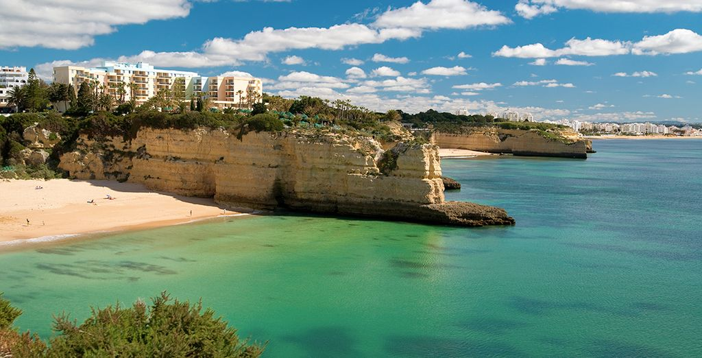 Explore the stunning coastline of the Algarve - Hotel Da Rocha 4* Praia da Rocha
