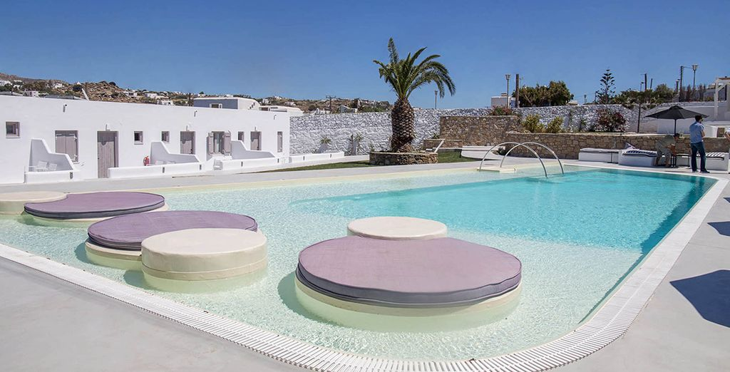 Lounge by the pool during the day...